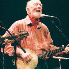 Pete Seeger - Lebanon (NH) Opera House, 12 September 2008. Photo by Amy J. Putnam